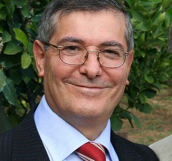 A Mattinata Francesco Granatiero esegue La chiéve de l'ùrte